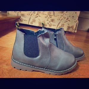BNWOT grey kids' ankle boots size 3.5 with zipper